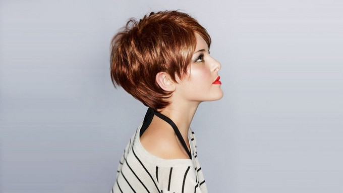 Стрижки боб на короткие волосы с косой челкой
